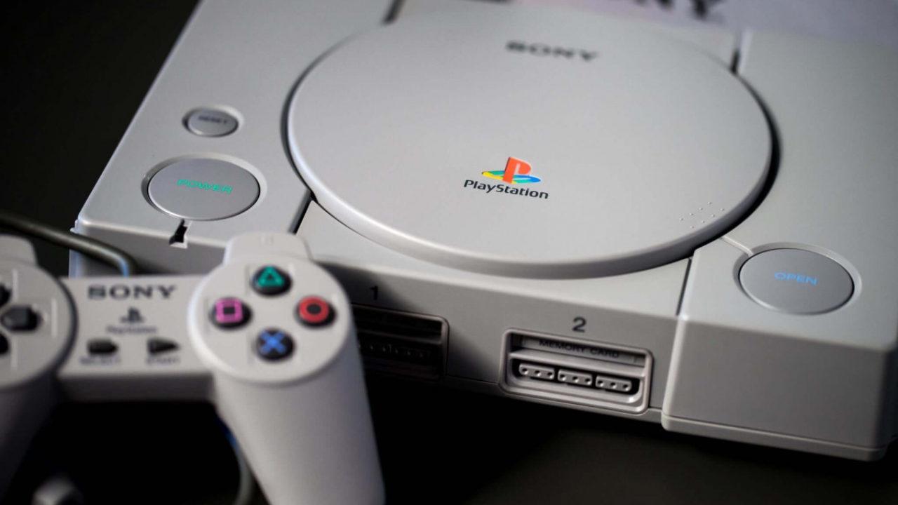"""La remastered di MediEvil per PS4 include un emulatore """"ufficiale"""" della PS1, la prima PlayStation"""