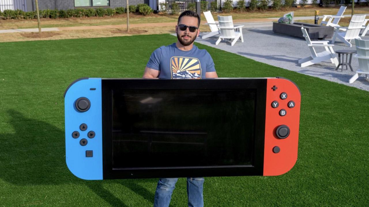 """Un ingegnere crea la Nintendo Switch """"più grande del mondo"""" e la dona in beneficenza"""